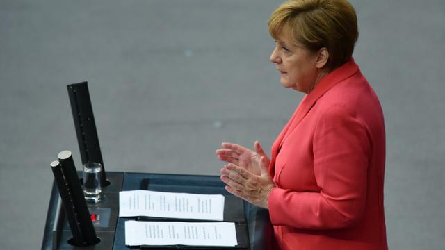La chancelière allemande Angela Merkel s'adresse au Bundestag le 24 septembre 2015 [JOHN MACDOUGALL / AFP]