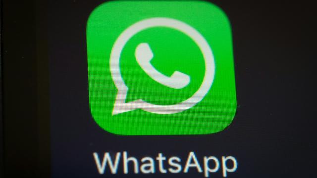 La messagerie mobile WhatsApp, filiale de Facebook, a annoncé lundi avoir franchi la barre symbolique du milliard d'utilisateurs, ce qui pose plus que jamais la question de son modèle économique [YASUYOSHI CHIBA / AFP/Archives]