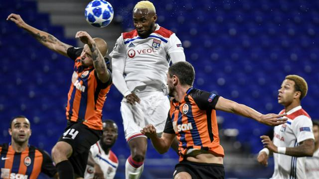 L'attaquant de Lyon Moussa Dembélé (c) inscrit un but contre Shakhtar Donetsk en Ligue des champions, le 2 octobre 2018 à Décines-Charpieu [JEFF PACHOUD / AFP/Archives]
