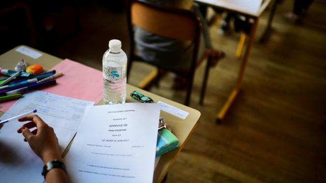 Les épreuves écrites des baccalauréats général, technologique et professionnel débuteront le lundi 18 juin [Martin BUREAU / AFP/Archives]