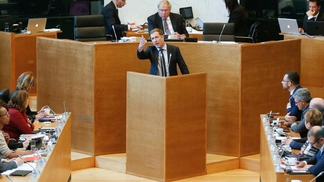 Paul Magnette, président de Wallonie, à la tribune de l'assemblée régionale à Namur, le 14 octobre 2016 [BRUNO FAHY / Belga/AFP]