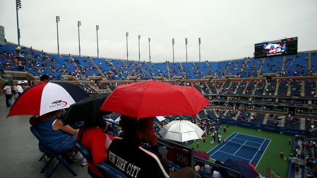 La rencontre des quarts de finale de l'US Open entre Maria Sharapova (N.3) et Marion Bartoli (N.11), entamée mardi sur le court central Arthur-Ashe mais interrompue par la pluie, a été reportée à mercredi, ont indiqué les organisateurs.[GETTY IMAGES NORTH AMERICA]