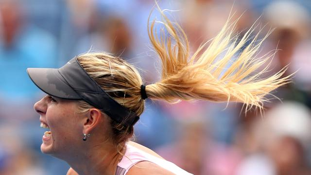 La N.1 Française Marion Bartoli, tête de série N.11, a été éliminée mercredi en de quart de finale de l'US Open par la Russe Maria Sharapova, 3e mondiale, 3-6, 6-3, 6-4, au terme d'une rencontre de 2h32 entamée mardi mais interrompue par la pluie et reportée[GETTY IMAGES NORTH AMERICA]