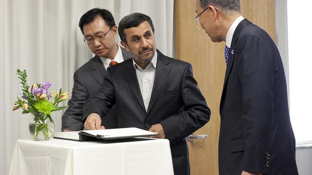 Le président iranien Mahmoud Ahmadinejad et le secrétaire général de l'ONu  Ban Ki-moon, le 23 septembre 2012 à New York [Allison Joyce / Getty Images/AFP]
