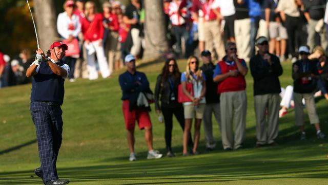 L'Américain Phil Mickelson lors de la 1re journée de la Ryder Cup sur le parcours de Medinah, près de Chicago, le 28 septembre 2012. [Mike Ehrmann / Getty Images/AFP]