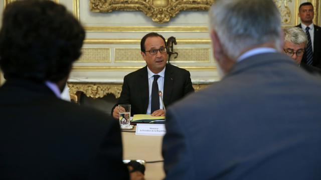 Le président français Francois Hollande (c) à l'hôtel de Marigny, à Paris, le 12 septembre 2015 [ETIENNE LAURENT / AFP/Archives]