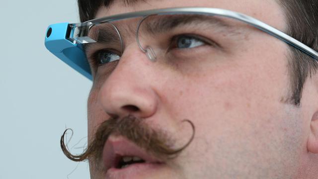 Un ingénieur du groupe porte des lunettes Google à San Francisco le 15 mai 2013 [Justin Sullivan / Getty Images/AFP]