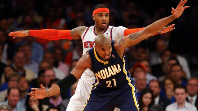 Le New Yorkais Carmelo Anthony derrière David West des Indiana Pacers au Madison Square Garden à New York le 16 mai 2013 [Elsa / Getty Images/AFP]