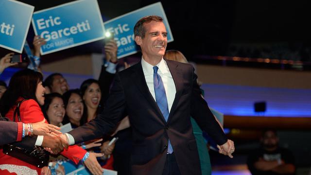 Le démocrate Eric Garcetti le 21 mai 2013 avec ses partisans, à la veille de son élection comme maire de Los Angeles [Kevork Djansezian / Getty Images/AFP]