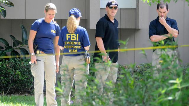 Des agents du FBI à l'extérieur de l'appartement d'Orlando, en Floride, où un suspect dans l'enquête sur l'attentat de Boston a été tué, le 22 mai 2013 [Gerardo Mora / Getty Images/AFP]
