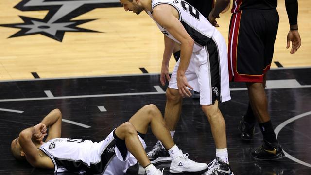 Le meneur de jeu de San Antonio, Tony Parker, blessé, lors du match N.4 de la finale NBA face à Miami, le 13 juin 2013 [Mike Ehrmann / Getty Images/AFP/Archives]