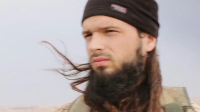 Capture d'écran en date du 17 novembre 2014 d'une video de propagande diffusée le 16 novembre 20147 par al-Furqan Media du Français Maxime Hauchard alias Abu Abdallah al-Faransi [- / AL-FURQAN MEDIA/AFP/Archives]