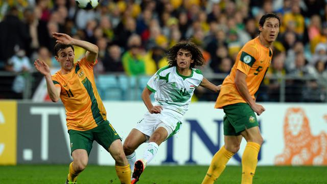 L'Australien Tommy Oar (à gauche) et Rhys Williams lors du match contre l'Irak le 18 juin 2013 à Sydney [Saeed Khan / AFP]