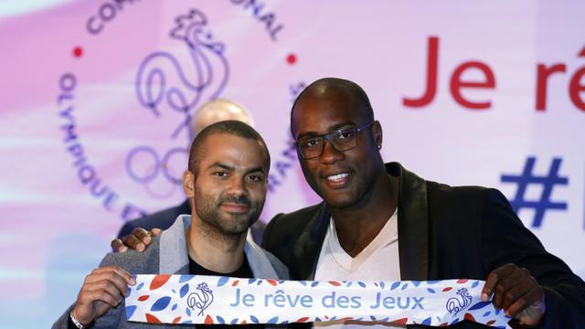 Le basketteur Tony Parker et le judoka Teddy Riner, lors du lancement de de la campagne de mobilisation pour la candidature aux JO-2024, le 25 septembre 2015 à Paris [THOMAS SAMSON / AFP]