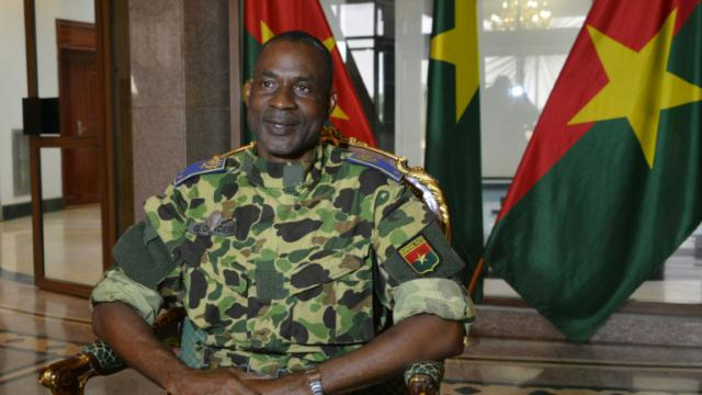 Le général Gilbert Diendéré, à la tête des putschistes, au palais présidentiel, le 17 septembre 2015 à Ouagadougou, au Burkina Faso [AHMED OUOBA / AFP]