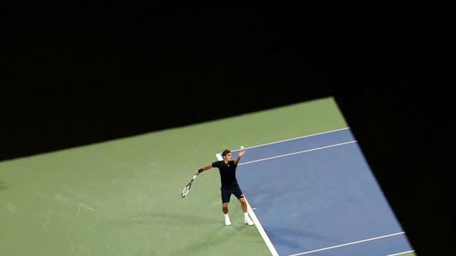 Le Suisse Roger Federer face à son compatriote Stan Wawrinka lors des quarts de finale du tournoi de Cincinnti, dans l'Ohio, le 17 août 2018 [Rob Carr / GETTY IMAGES NORTH AMERICA/AFP]