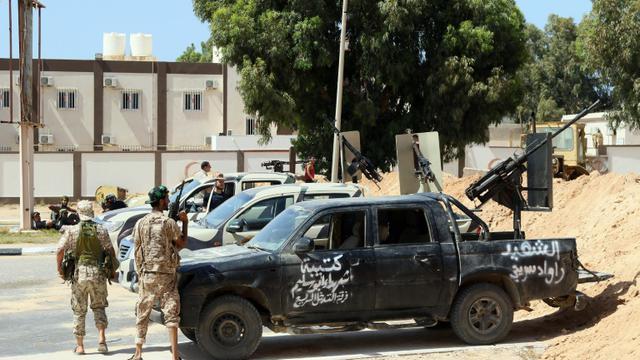 Les forces gouvernementales libyennes prennent position à Syrte, le 11 juin 2016 pour combattre les jihadistes de l'EI [MAHMUD TURKIA / AFP/Archives]