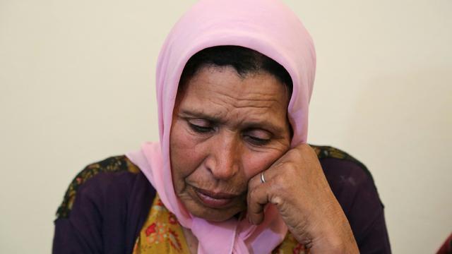 En état de choc, la mère d'une jeune Tunisienne qui s'est fait exploser lundi à Tunis, n'arrive pas à comprendre comment sa fille a pu commettre un tel geste. Photo prise lors d'un entretien avec l'AFP dans le village de Zorda, le 30 octobre 2018 [ANIS MILI / AFP]