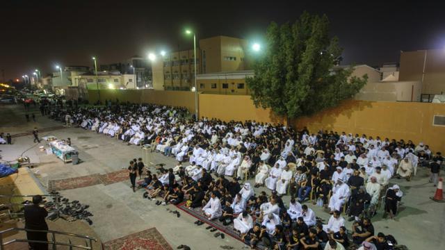 Des fidèles chiites réunis dans une husseiniyat, le 16 octobre 2015 à Qatif [Hussein Radwan / AFP]