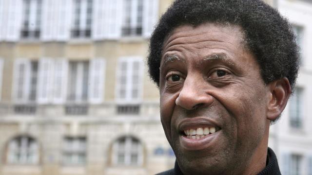 L'écrivain canadien né en Haïti Dany Laferrière, élu jeudi à l'Academie française, photographié à Paris le 4 novembre 2009 [Francois Guillot / AFP/Archives]