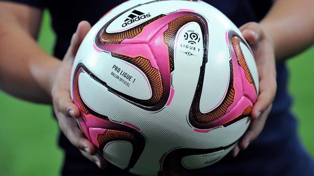 Le ballon de la Ligue 1 avant le match entre Lille et Metz le 9 août 2014 à Villeneuve-d'Ascq [Philippe Huguen / AFP]