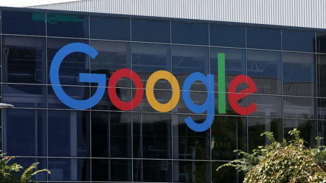 Le nouveau logo de Google au siège de Moutain View, le 2 septembre 2015 en Californie [Justin Sullivan / Getty/AFP/Archives]