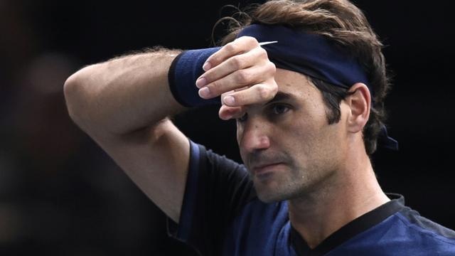 Roger Federer face à l'Américain John Isner en 8e de finale du Masters 1000 de Paris-Bercy, le 5 novembre 2015 [MIGUEL MEDINA / AFP]
