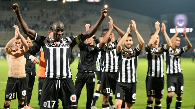 Les joueurs angevins fêtent leur victoire contre Bastia, le 3 octobre 2015 à Angers [JEAN-FRANCOIS MONIER / AFP]