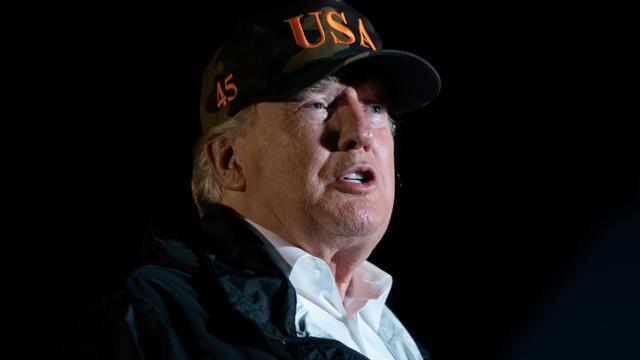 Le président américain Donald Trump s'adresse à des journalistes, à Point Mugu, en Californie le 17 novembre 2018 [SAUL LOEB / AFP]