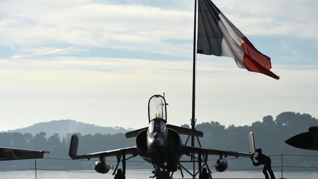 La piste de décollage du porte-avions Charles de Gaulle à Toulon le 18 novembre 2015 [ANNE-CHRISTINE POUJOULAT / AFP]