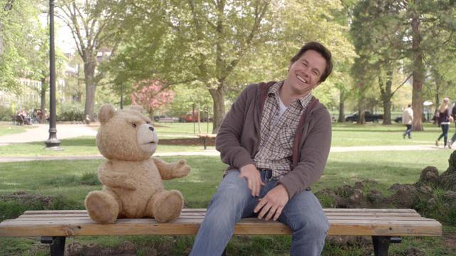 Ted, un ours en peluche héro au cinéma aux côtés de Mark Wahlberg