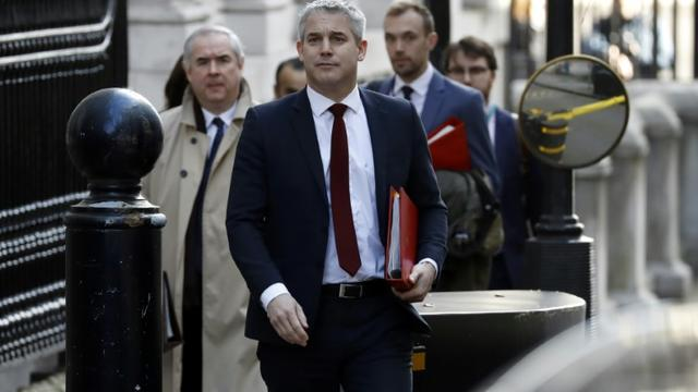 Le ministre du Brexit Stephen Barclay (c) et l'attorney général Geoffrey Cox (g), le 5 mars 2019 à Londres [Tolga AKMEN / AFP]