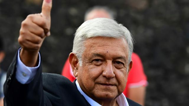 Andrés Manuel Lopez Obrador, premier président de gauche de l'histoire récente du Mexique, prend officiellement ses fonctions le 1er décembre 2018 [Ronaldo SCHEMIDT / AFP/Archives]