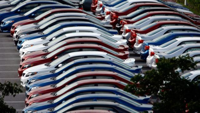 Des véhicules Toyota sur un parking d'usine en Floride le 22 décembre 2008 [JOE RAEDLE / GETTY IMAGES NORTH AMERICA/AFP/Archives]