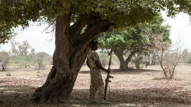 Un soldat nigérian en opération dans le nord-est du pays, près de Damasak, le 25 avril 2017 [Florian PLAUCHEUR / AFP/Archives]