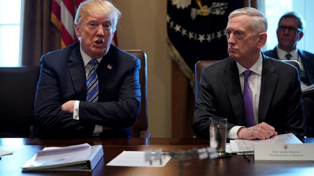 Le président américain Donald Trump, à gauche, et son ministre de la Défense, Jim Mattis, qui a démissionné jeudi, ici à la Maison Blanche, le 8 mars 2018  [Mandel NGAN / AFP/Archives]