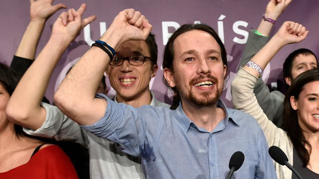 Le dirigeant de Podemos, Pablo Iglesias, célèbre le score de son parti aux législatives le 20 décembre 2015 à Madrid [GERARD JULIEN / AFP]