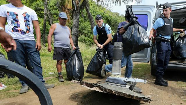 Des débris du vol MH370 retrouvés le 11 août 2015 à Sainte-Suzanne, à l'île de la Réunion [RICHARD BOUHET / AFP/Archives]