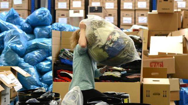 Une association reçoit des aides pour les migrants, le 4 septembre 2015, à Munich, en Allemagne [CHRISTOF STACHE / AFP]