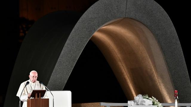 Le pape François parlant devant le monument à la mémoire des victimes de la bombe nucléaire à Hiroshima, au Japon, le 24  novembre 2019 [Vincenzo PINTO                       / AFP]