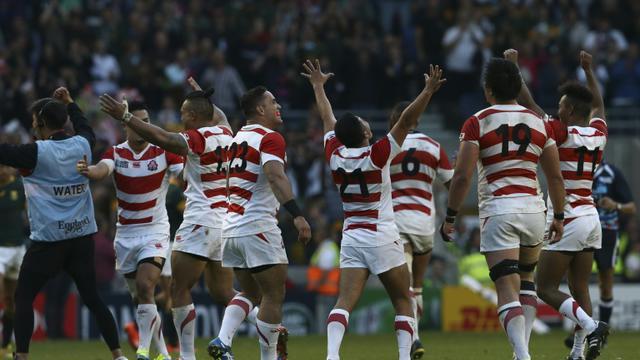 L'explosion de joie des Japonais, vainqueurs de l'Afrique du Sud à Brigton, le 19 septembre 2015 [JUSTIN TALLIS / AFP]