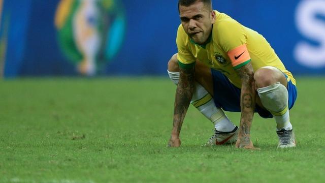 Dani Alves, le capitaine du Brésil, dépité par le 0-0 de son équipe face au Venezuela, le 18 juin 2019 à Salvador (Brésil)  [Juan MABROMATA / AFP]