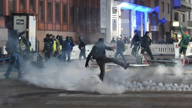 Heurts entre manifestants et forces de l'ordre lors d'un rassemblement de «gilets jaunes» à Strasbourg, le 2 février 2019  [FREDERICK FLORIN / AFP]