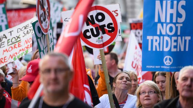 Des manifestants contre l'austérité défilent à Manchester le 4 octobre 2014 [LEON NEAL, LEON NEAL / AFP]
