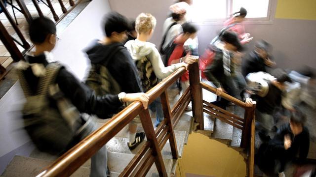 Des élèves d'un collège, le 04 septembre 2007 à Lyon, jour de la rentrée scolaire [Jeff Pachoud / AFP/Archives]