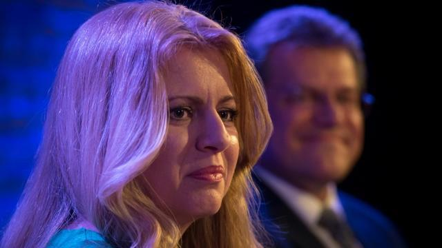 Zuzana Caputova (g) et Maros Sefcovic, candidats à la présidentielle, lors d'un débat, le 11 mars 2019 à Brastislava, en Slovaquie [VLADIMIR SIMICEK / AFP/Archives]