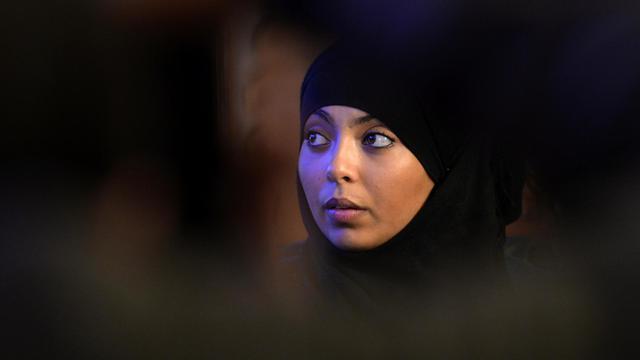 Rabia, 17 ans, victime d'une agression dans la rue le 20 mai 2013, donne une conférence de presse à Argenteuil le 22 juin 2013 [Miguel Medina / AFP]
