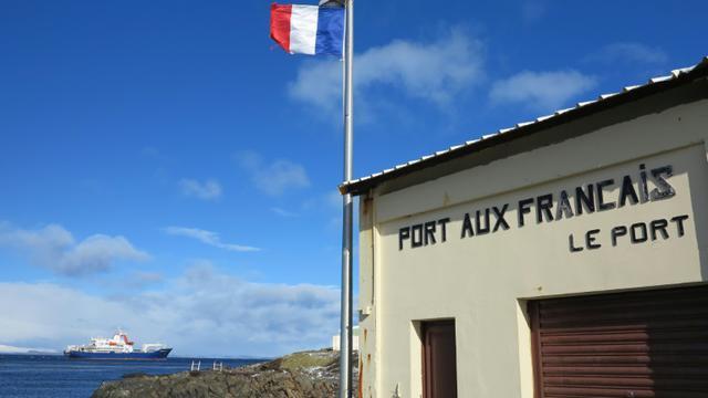 Photo prise le 7 septembre 2012 montrant une partie de la station technique et scientifique Port aux Francais sur les îles Kerguelen [Sophie Lautier / AFP/Archives]