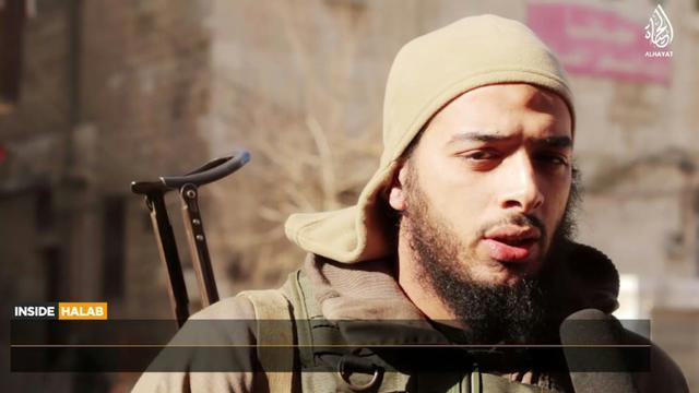 Une capture d'écran d'une vidéo de février 2015 fournie par Al-Hayat Media Centre montre le jihadiste français Salim Benghalem [HO / AL HAYAT MEDIA CENTRE/AFP/Archives]