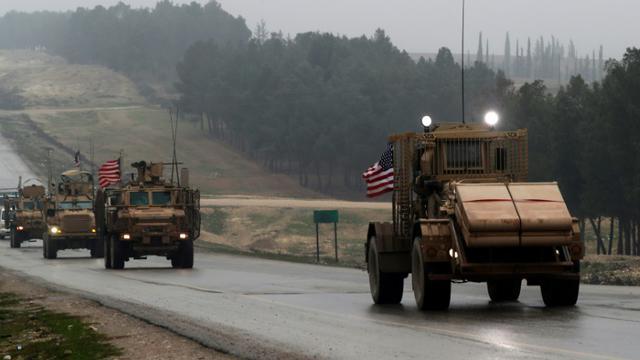 Des véhicules de l'armée américaine, le 30 décembre 2018 à Minbej, dans le nord de la Syrie [Delil SOULEIMAN / AFP/Archives]